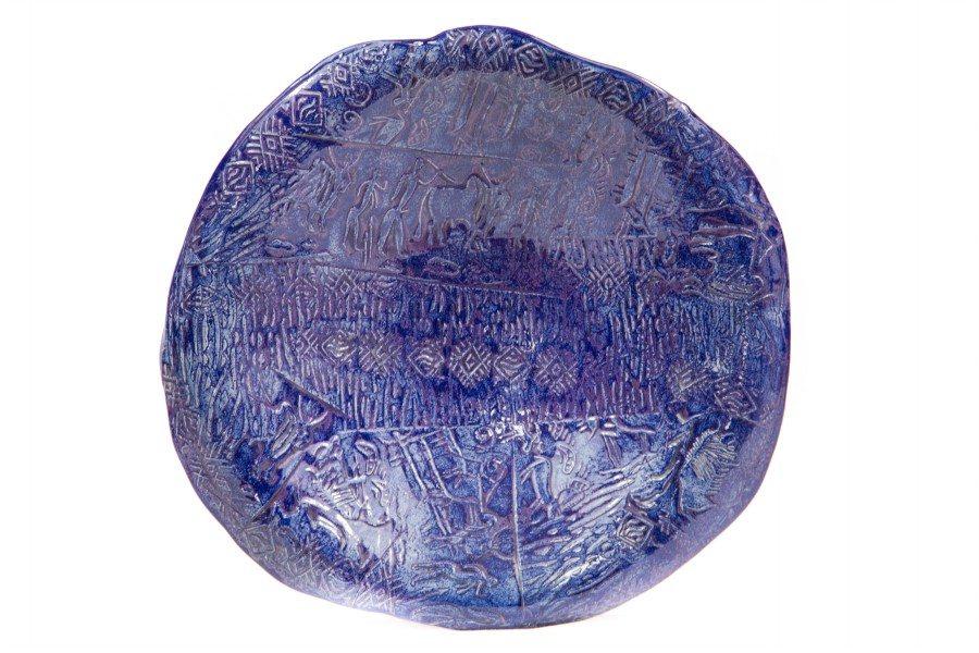 centrotavola in ceramica grès con incisioni rupestri, Ceramiche Liberati