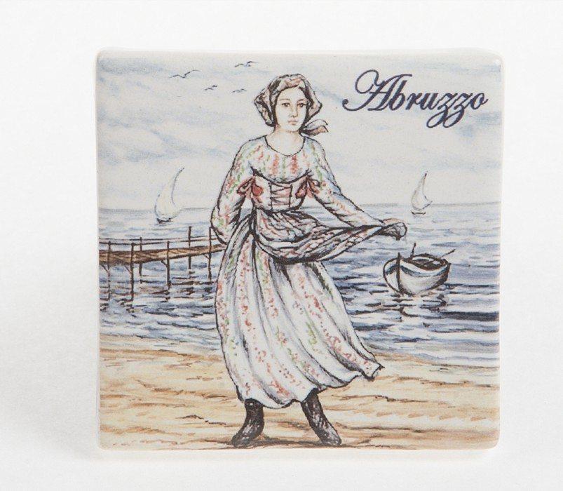 Magnete quadrato donna in costume abruzzese 5x5, Ceramiche Liberati
