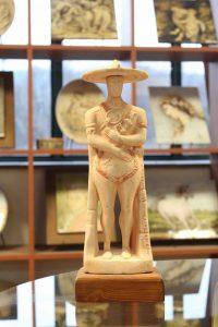 Guerriero di Capestrano in ceramica artigianale di Ceramiche Liberati