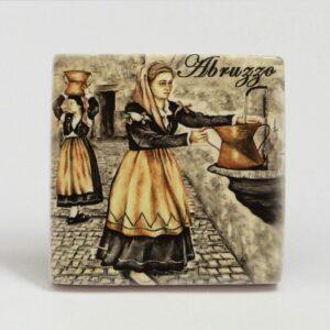 Magnete Donne abruzzesi con conca alla fontana, Ceramiche Liberati