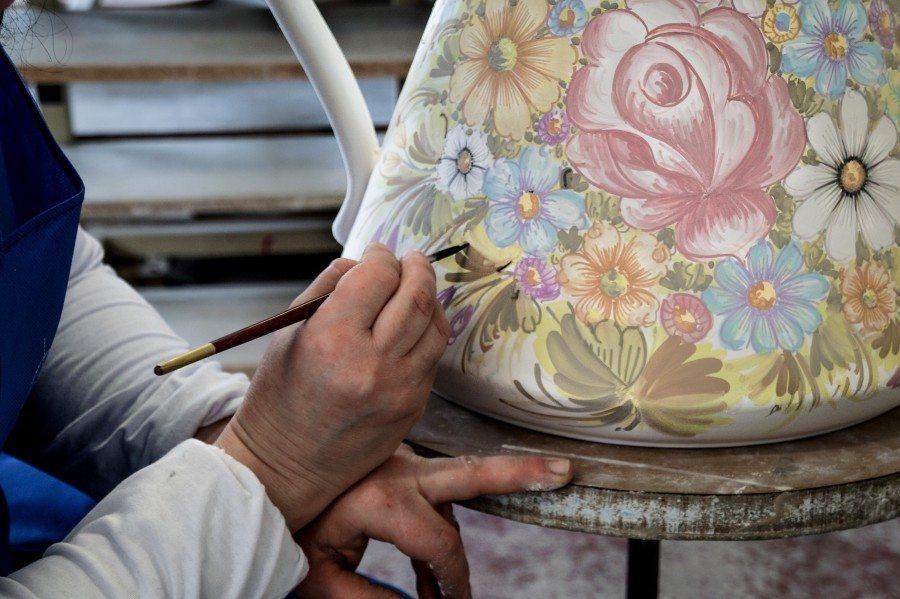 Come dipingere sulla ceramica con pennello_Ceramiche Liberati