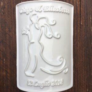 Etichetta in ceramica rettangolare con silhouette e data_Ceramiche Liberati