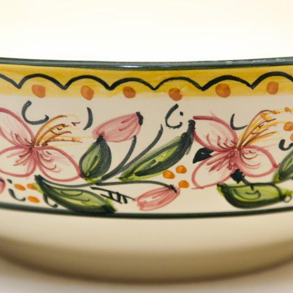 Ciotola da portata tonda o insalatiera in ceramica artigianale, decoro Orchidea di Ceramiche Liberati