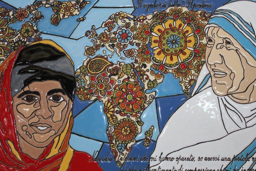 pannello da muro in cuerda seca Malala e Madre Teresa, decorato a mano, Ceramiche Liberati