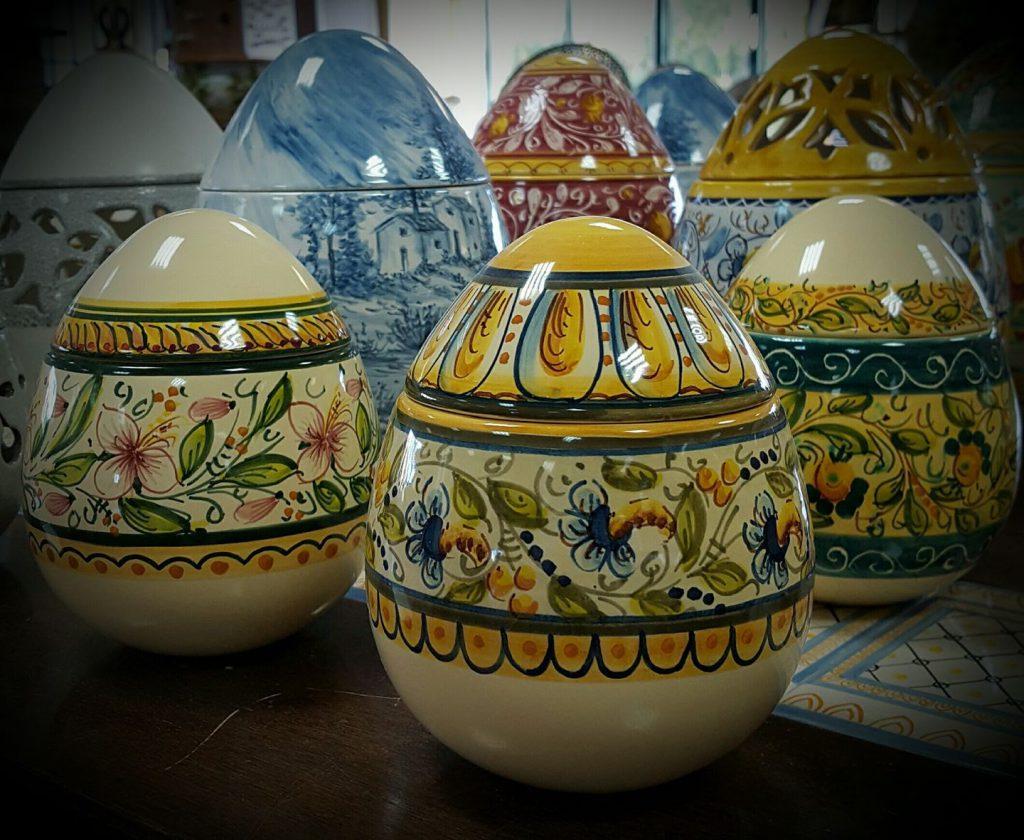 Uova Di Ceramica Dipinte A Mano.Uova In Ceramica Artigianale E Idee Regalo Per Pasqua Liberati