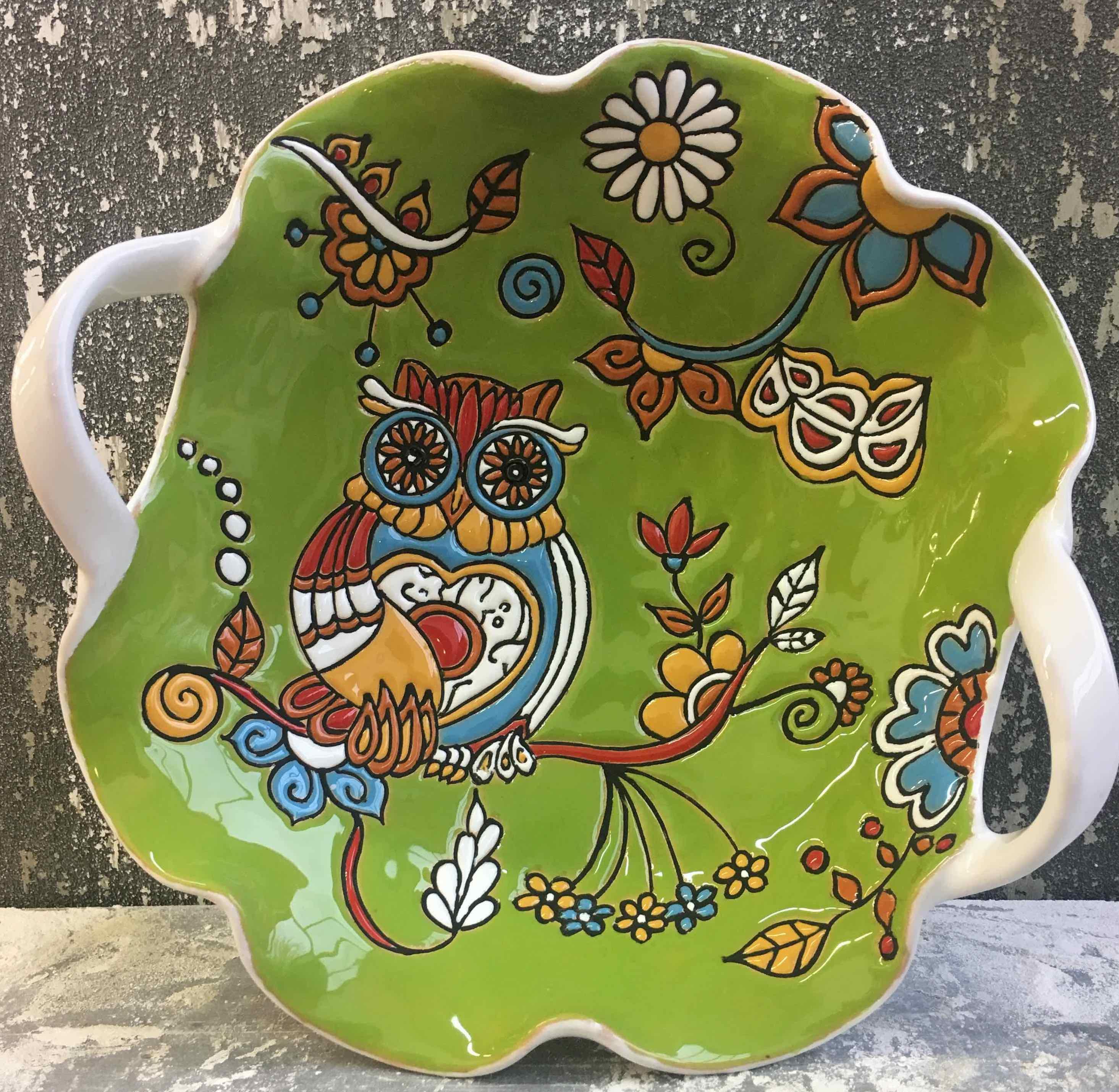 Decorazione cuerda seca sulla ceramica artigianale