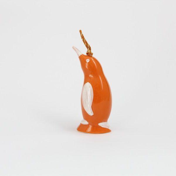 01CAM-AR_Campanella in ceramica artigianale Pinguino arancio bianco profilo_Ceramiche Liberati