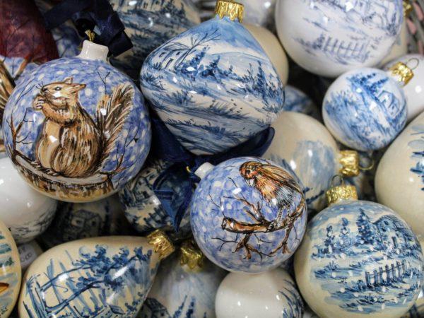 Ceramica blu palline di Natale con paesaggio invernale_Ceramiche Liberati