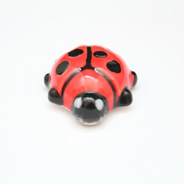 Magnete da frigo Coccinella in ceramica artigianale