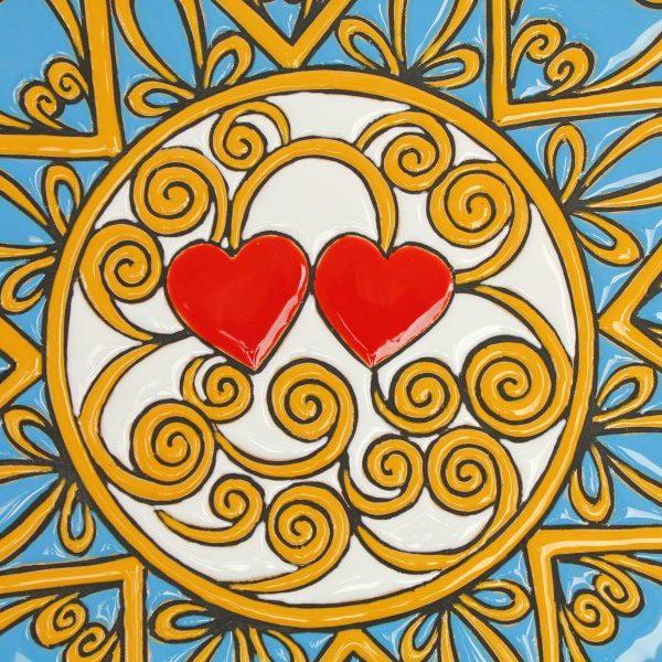 Piatto decorativo in ceramica Presentosa due cuori rossi